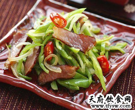 尖椒炒腊肉的家常做法