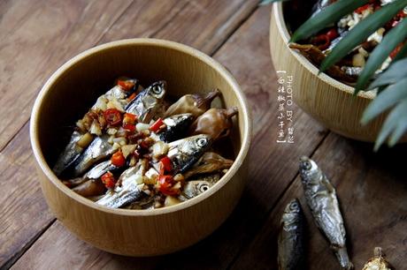 白辣椒蒸小干鱼的家常做法