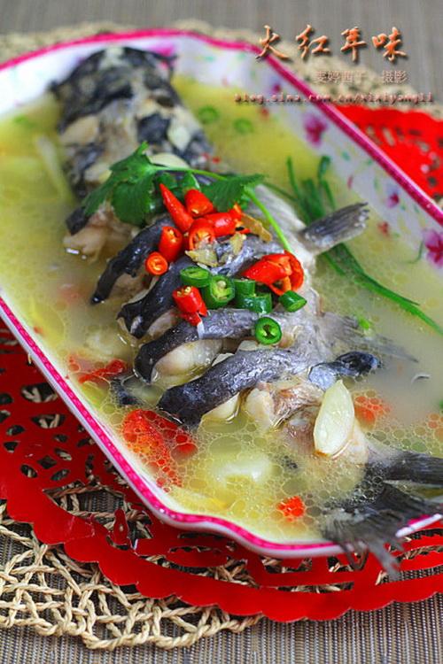 大蒜泡椒焖鲇鱼的家常做法