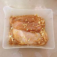 【黑椒蒜香鸡胸肉】今天又是健康低卡饮食的一天!的做法图解3