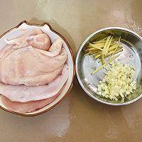 【黑椒蒜香鸡胸肉】今天又是健康低卡饮食的一天!的做法图解1
