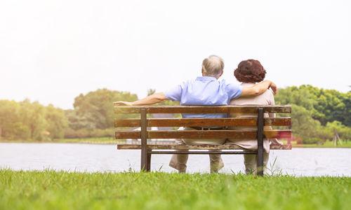 老年人总失眠怎么办 老年人失眠吃什么好
