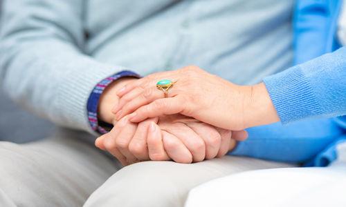 治疗老年斑有哪些偏方 试试以下7种方法