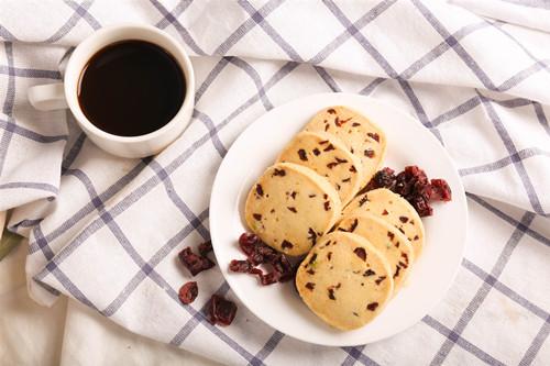 在家怎么做蔓越莓饼干?蔓越莓饼干的做法大全