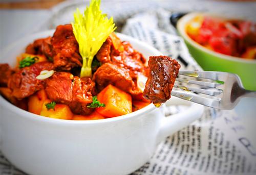 土豆烧牛肉怎么做好吃?土豆烧牛肉的做法图解