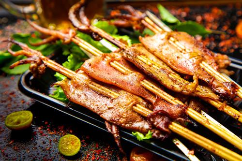 铁板鱿鱼怎么做好吃?铁板鱿鱼的做法图解