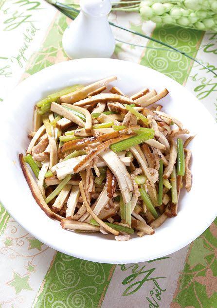 香干炒芹菜怎么做?香干炒芹菜的家常做法