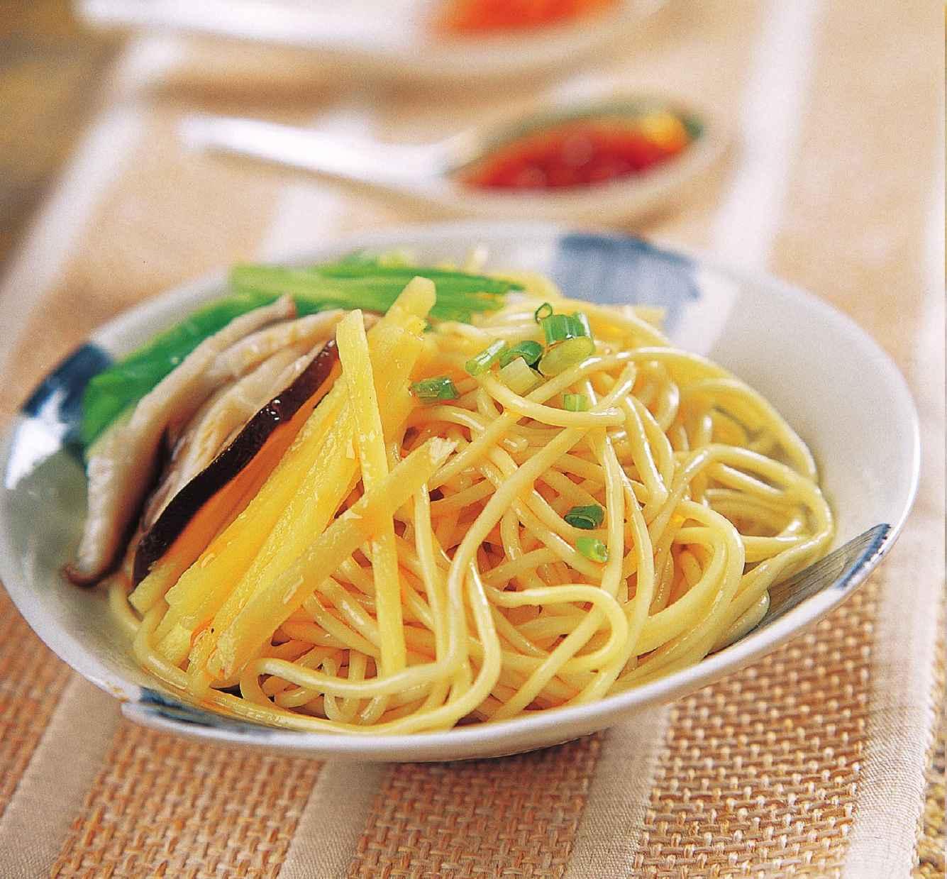 姜葱鲜菇拌面怎么做?姜葱鲜菇拌面的家常做法