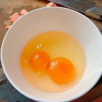 #憋在家里吃什么#新派美味:鸡蛋火腿肠面条煎饼的做法图解2