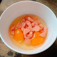 #憋在家里吃什么#新派美味:鸡蛋火腿肠面条煎饼的做法图解3