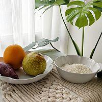 秋季宝宝开胃美食:紫薯水果粥的做法图解1